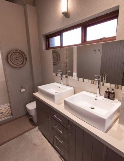 eKhayaVilla-Room-6-en-suite